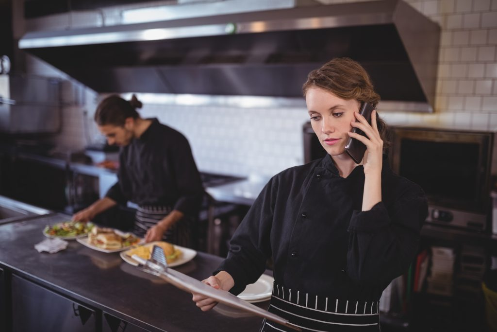 restaurant owner ordering staff through horecamedewerkers.com
